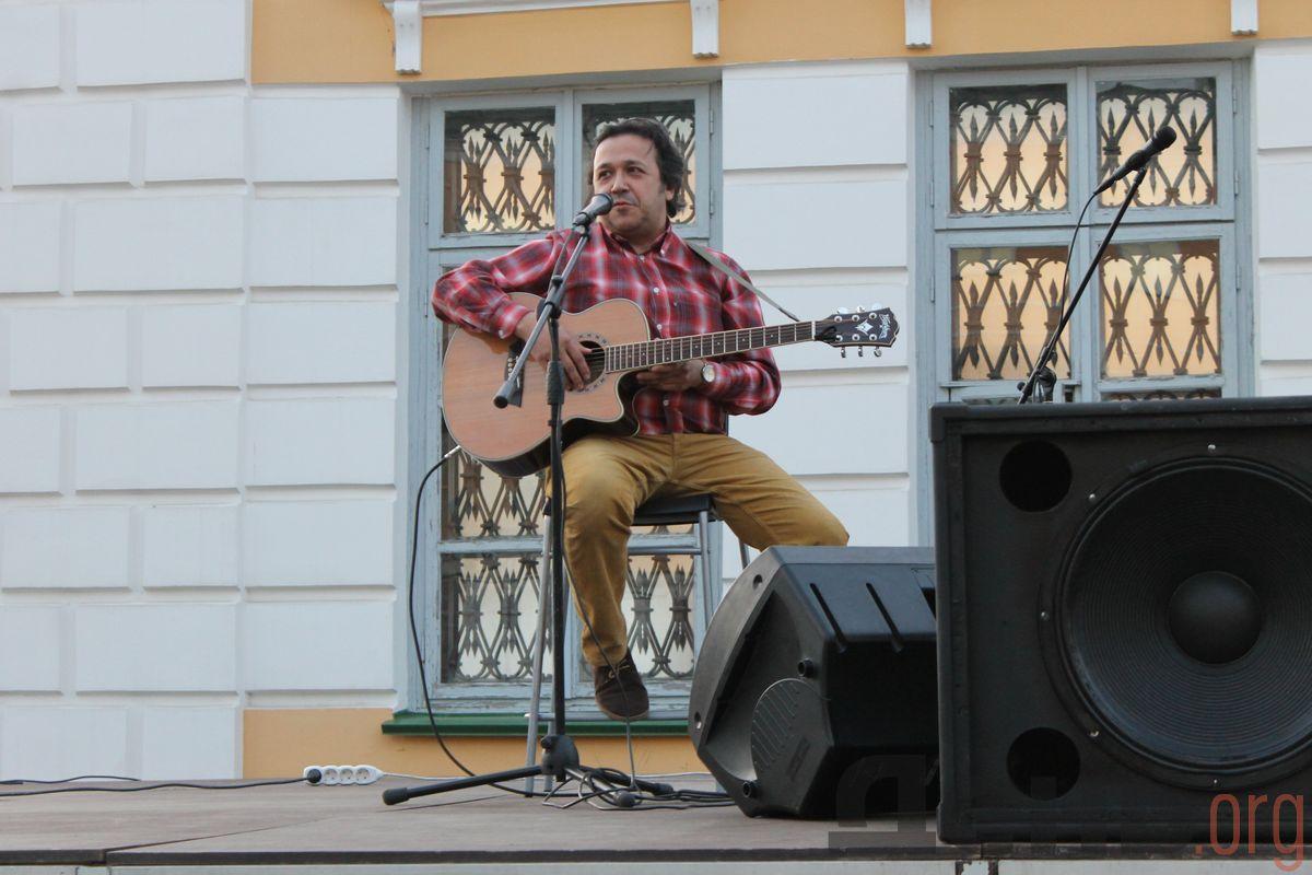 Экономический обозреватель «ДЕНЬ.org» Дмитрий Манылов выступил на открытии фестиваля. Фото: © «ДЕНЬ.org»
