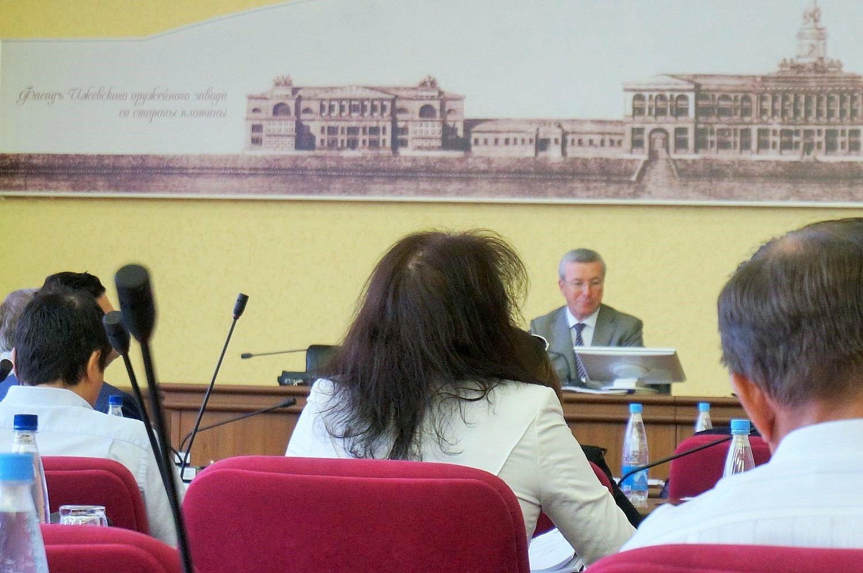 Это была последняя сессия Гордумы Ижевска, на которой председательствовал Ушаков, июнь 2015. Фото: ©День.org
