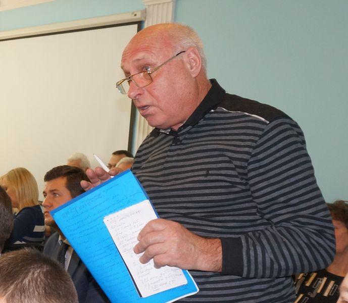 Александр Шерминский несколько раз пытался узнать у представителей УКСа, из чего складывается цена гигакалории, но так и не получил ответа. Фото: «ДЕНЬ.org»