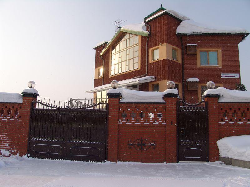 Из-за дома Александра Волкова даже посредственная недвижимость в округе стоит больших денег. Фото: «ДЕНЬ.org»