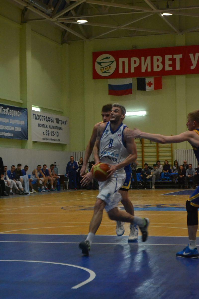 Лучший бомбардир «Купола-Родников» Владимир Белов принес своей команде первую победу в чемпионате Суперлиге-1