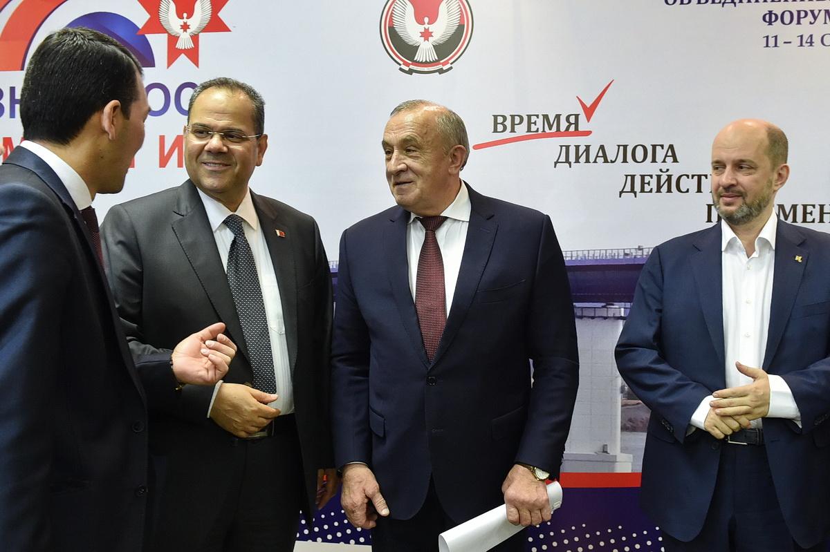 Если бы не Клименко, то главной интригой форума стал бы посол Бахрейна. Фото: Э. Карипов, предоставлено пресс-службой главы и правительства Удмуртии.