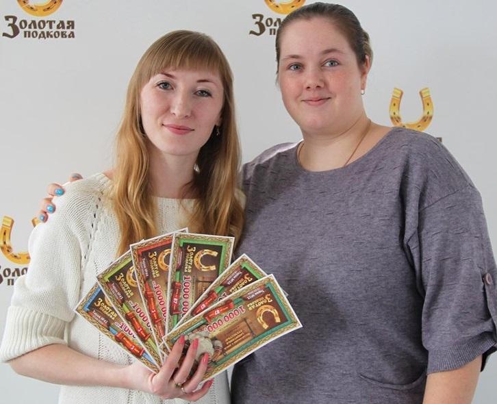 Екатерина Суворова с подругой. Фото: пресс-служба АО «Столото»