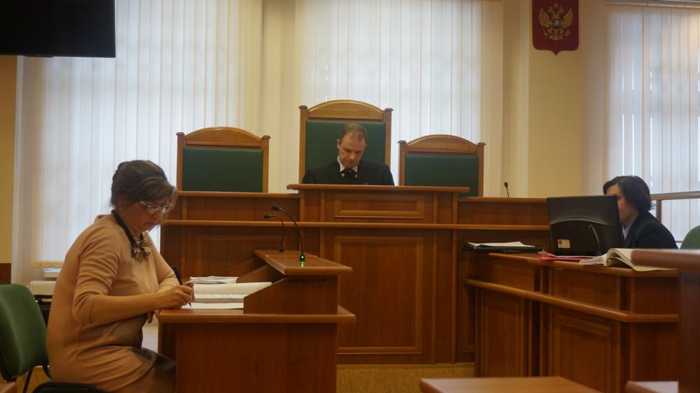 Слева — адвокат подсудимой. Фото: ©«ДЕНЬ.org»