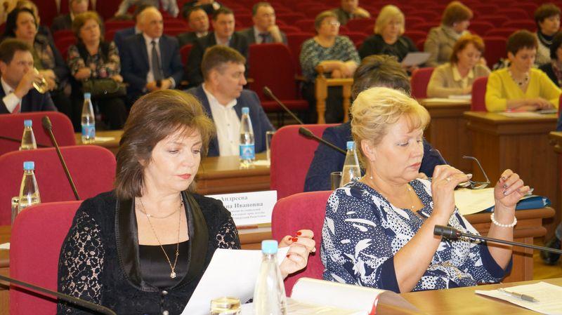 Заместители министра Татьяна Демина и Людмила Гузнищева. Фото: ©«ДЕНЬ.org»