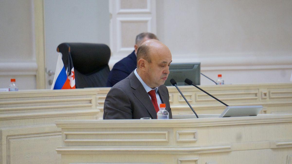 Юрий Бычков — один из трех депутатов, голосовавших против бюджета, он заявил об этом с трибуны Госсовета. Фото: © «ДЕНЬ.org»