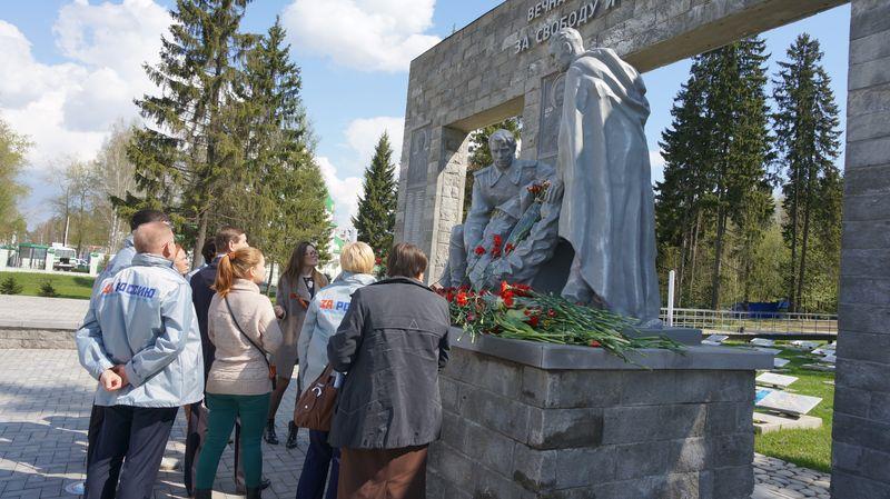 Мемориал на Северном кладбище начинает ржаветь и осыпаться. Фото: © «ДЕНЬ.org»