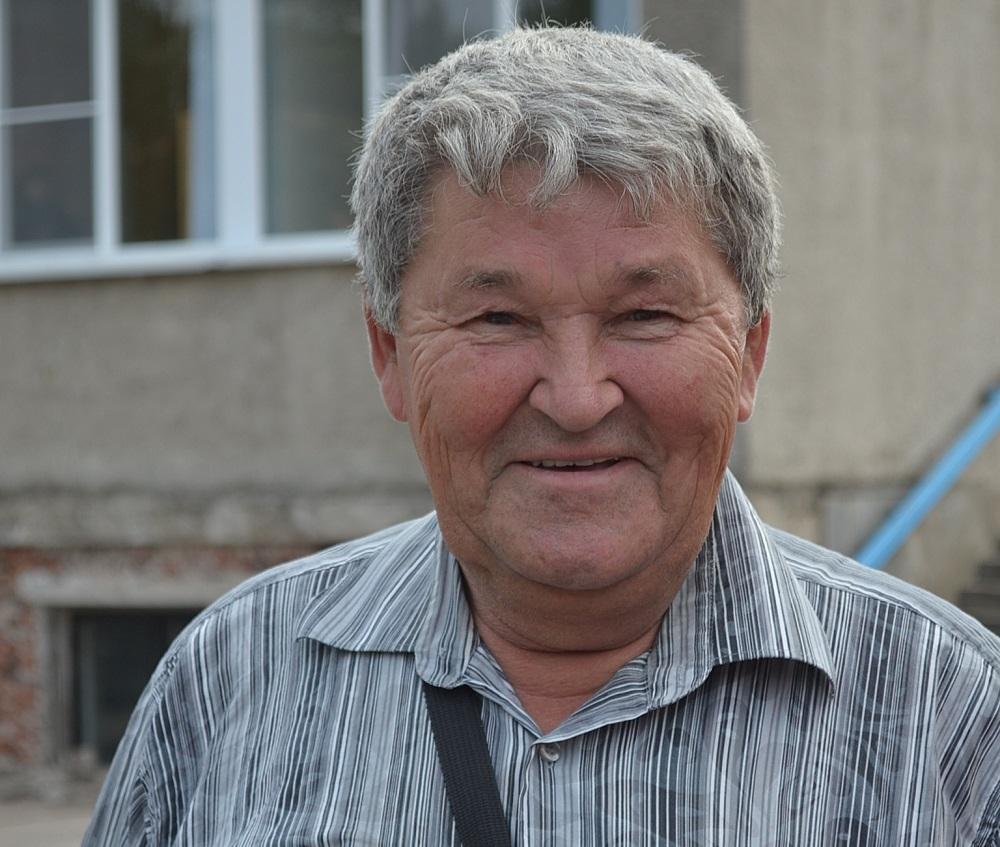 Чтобы ученики могли гоняться зимой, Виктор Власов давно начинает готовить технику летом. Фото: Александр Поскребышев