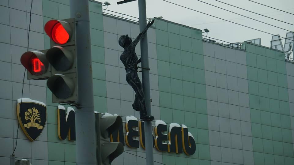 Скульптура электрика в Ижевске. Фото: «ДЕНЬ.org»