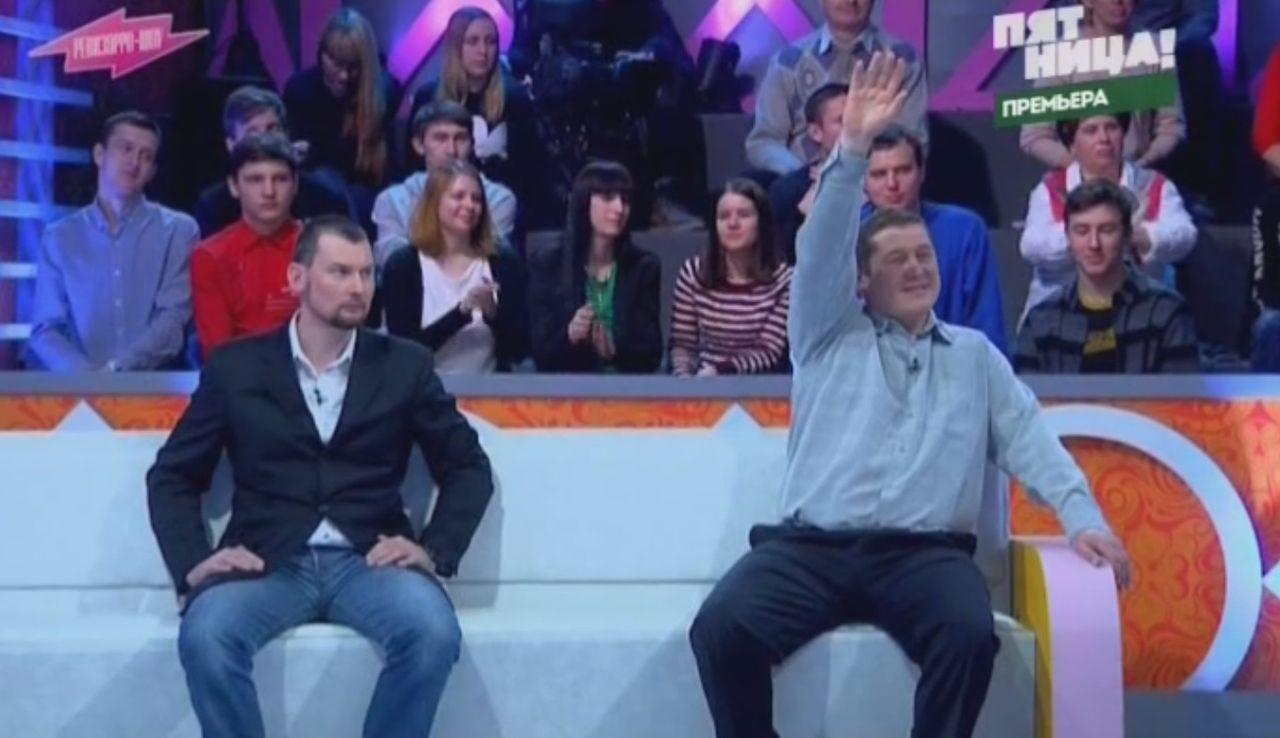 Владимир Савинский (справа) и его адвокат Тимур Валиев. Кадр записи передачи «Ревизорро-шоу»
