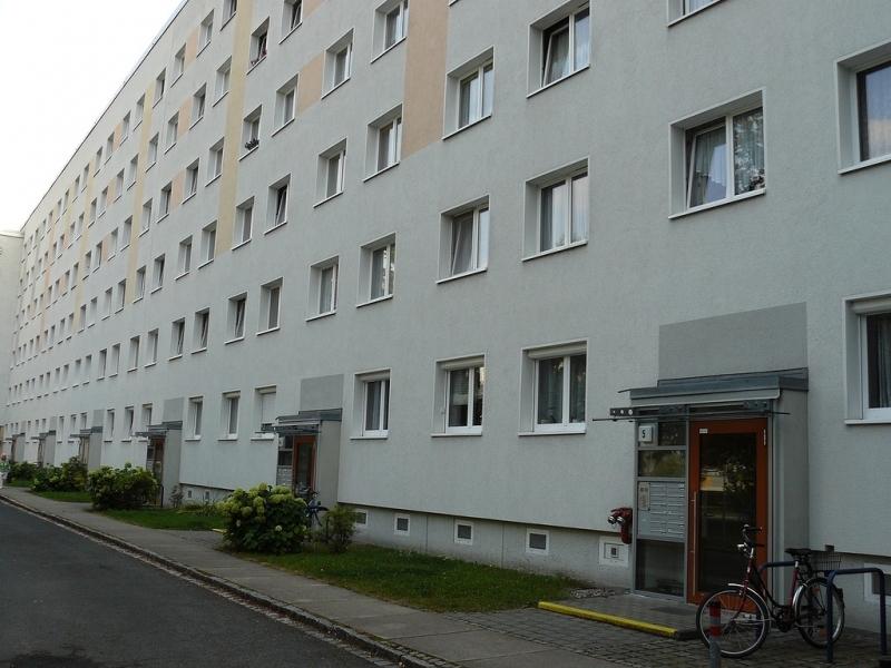 В Дрездене много панельных домов, построенных сразу после ВОВ. Фото: easytravelling.ru