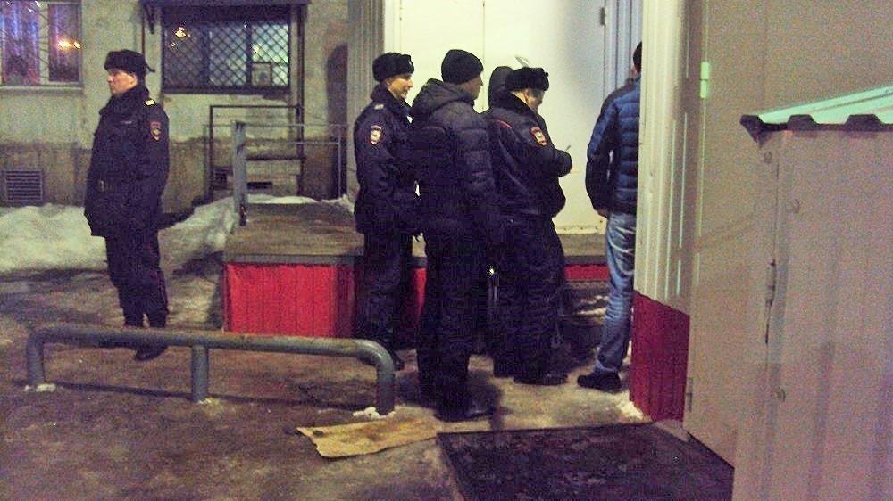 Задержание пьющих у магазина. Фото: ©«ДЕНЬ.org»