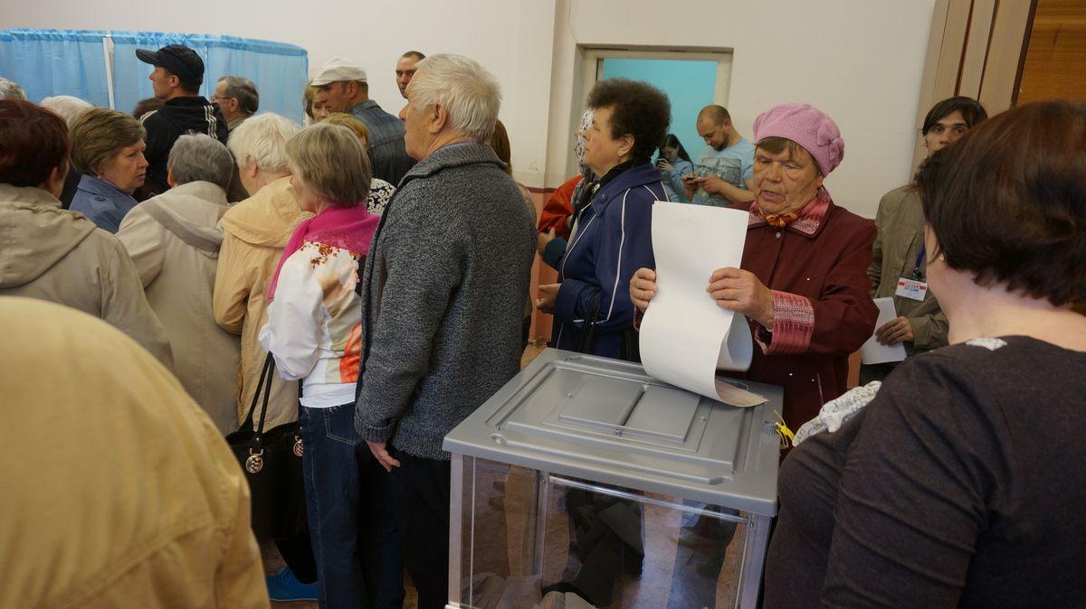 Избиратели на участке в школе № 49 в Ижевске в 11 часов. Фото: © «ДЕНЬ.org»