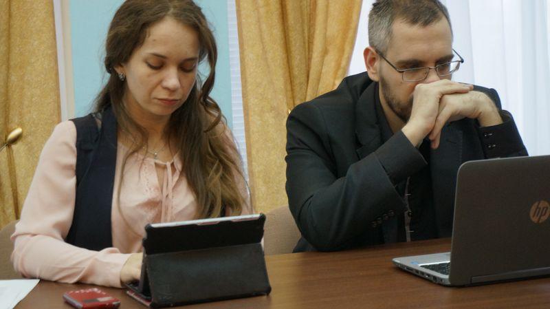 Журналистам на пресс-конференции Сергея Задорожного было откровенно скучно.Фото ©«ДЕНЬ.org»