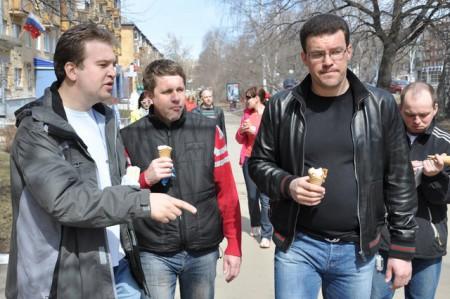Михаил Тарасов и сити-менеджер Ижевска Денис Агашин на традиционной субботней прогулке. Фото: facebook.com
