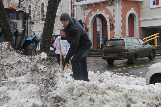 Субботник на бульваре Гоголя 15 апреля. Фото: пресс-служба Ижевска