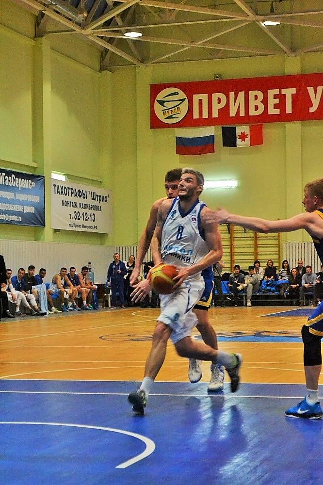 Лучший снайпер Суперлиги-1 Владимир Белов набрал в 8 играх 149 очков. Фото: Николай Польчёнок