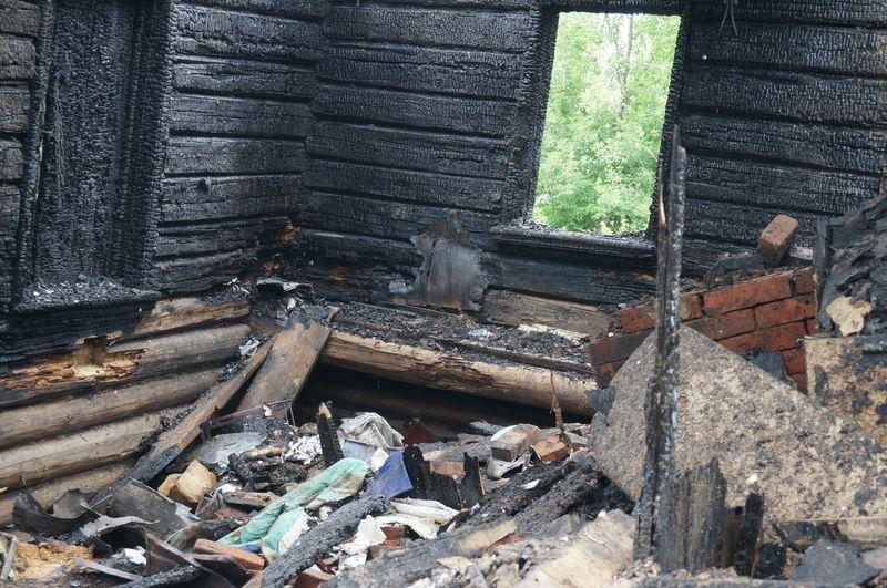 """В домах было, чем поживиться """"собирателям""""  фото:©День.org"""