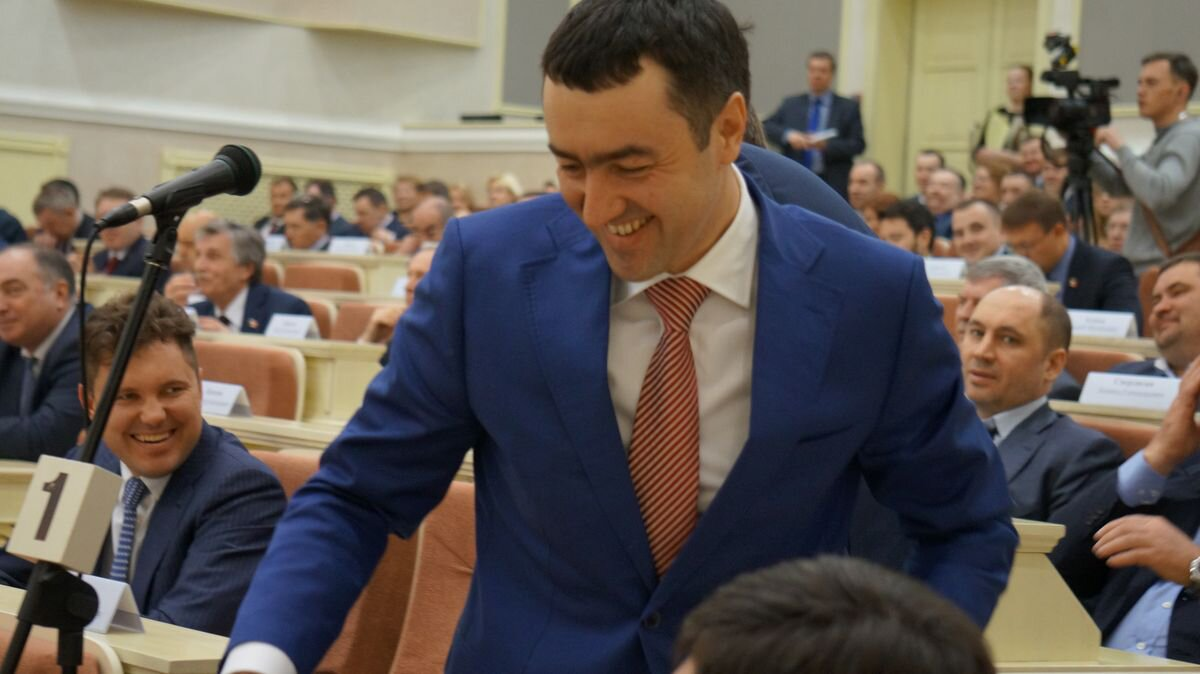 Не все депутаты Госсовета регулярно носят значки. Фото: ©«ДЕНЬ.org»