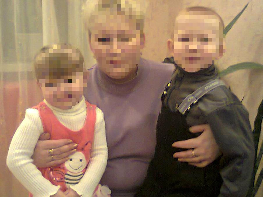 Фото Анны (имя изменено) и детей, которых забрали органы опеки.