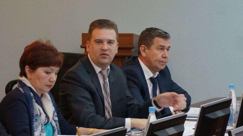 У замглавы администрации Ижевска по соцвопросам Михаила Тарасова вопросов нет — ему все ясно. Фото: © «ДЕНЬ.org»