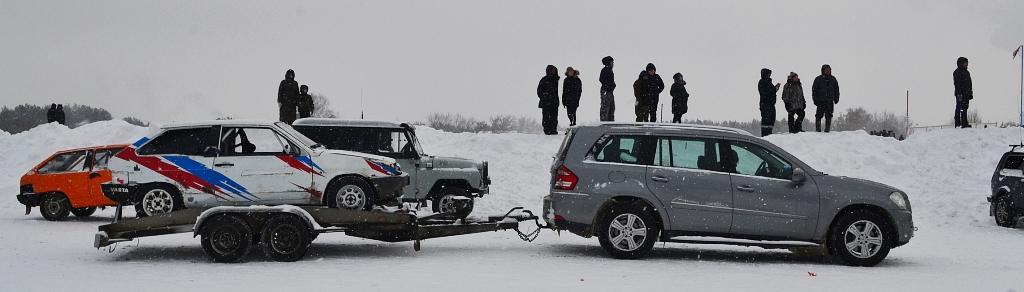 В российском автоспорте нередко возникают иллюзионные моменты, когда кажется, что одна иномарка способна таскать на себе до трех отечественных машин. Фото: Александр Поскребышев