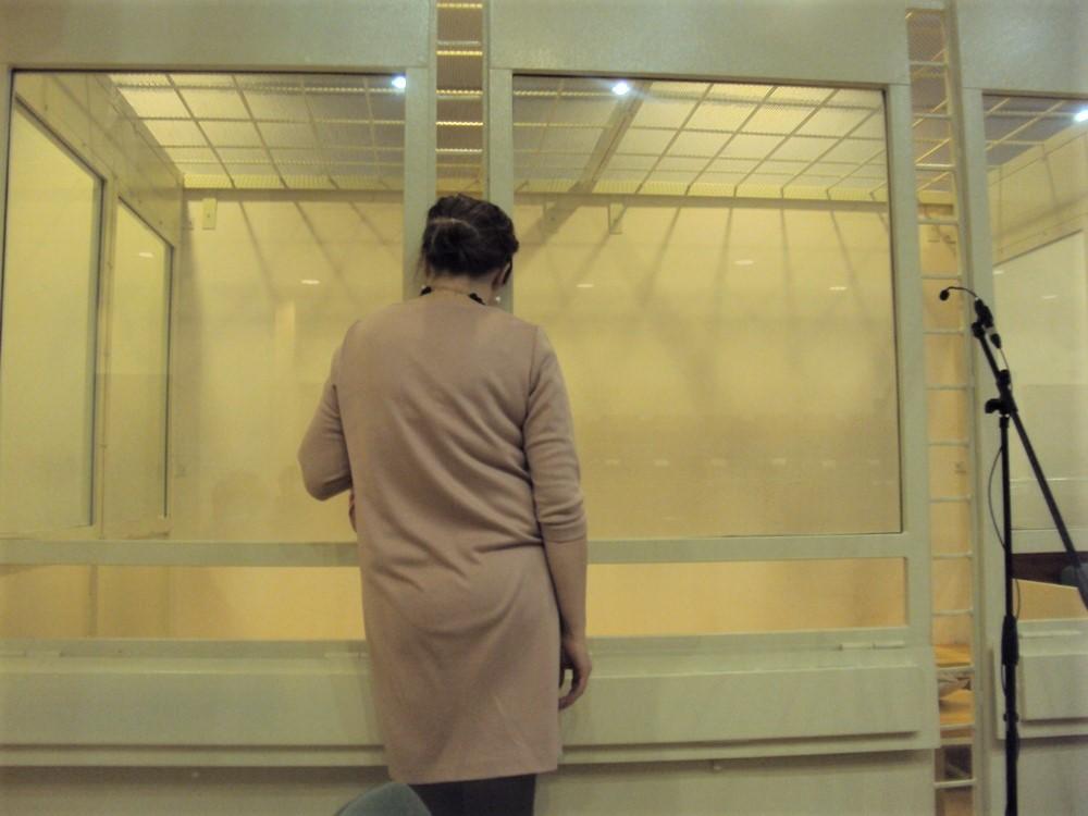 Адвокат Марина Ермолаева общается в перерыве с подсудимой Еленой Куницыной. Фото: ©«ДЕНЬ.org»