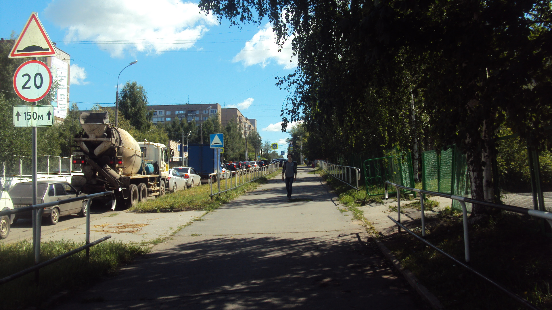 У школы № 88. Фото: © «ДЕНЬ.org»