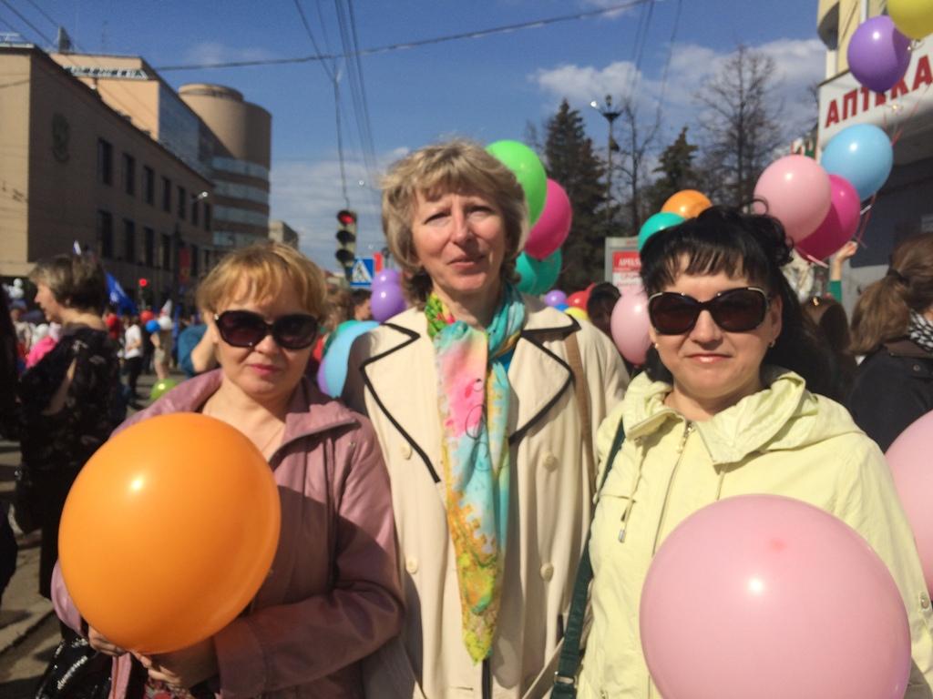 Татьяна Васильевна (в центре) поделилась школьными воспоминаниями. Фото ©День.org