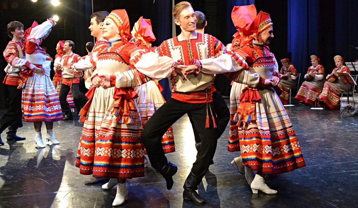 Танцевальный момент из номера «Птица-тройка». Фото: Александр Поскребышев