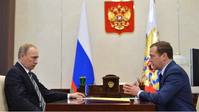 Дмитрий Медведев решил, что сейчас самое время соглашаться с президентской инициативой 2013 года. Фото пресс-службы президента РФ.
