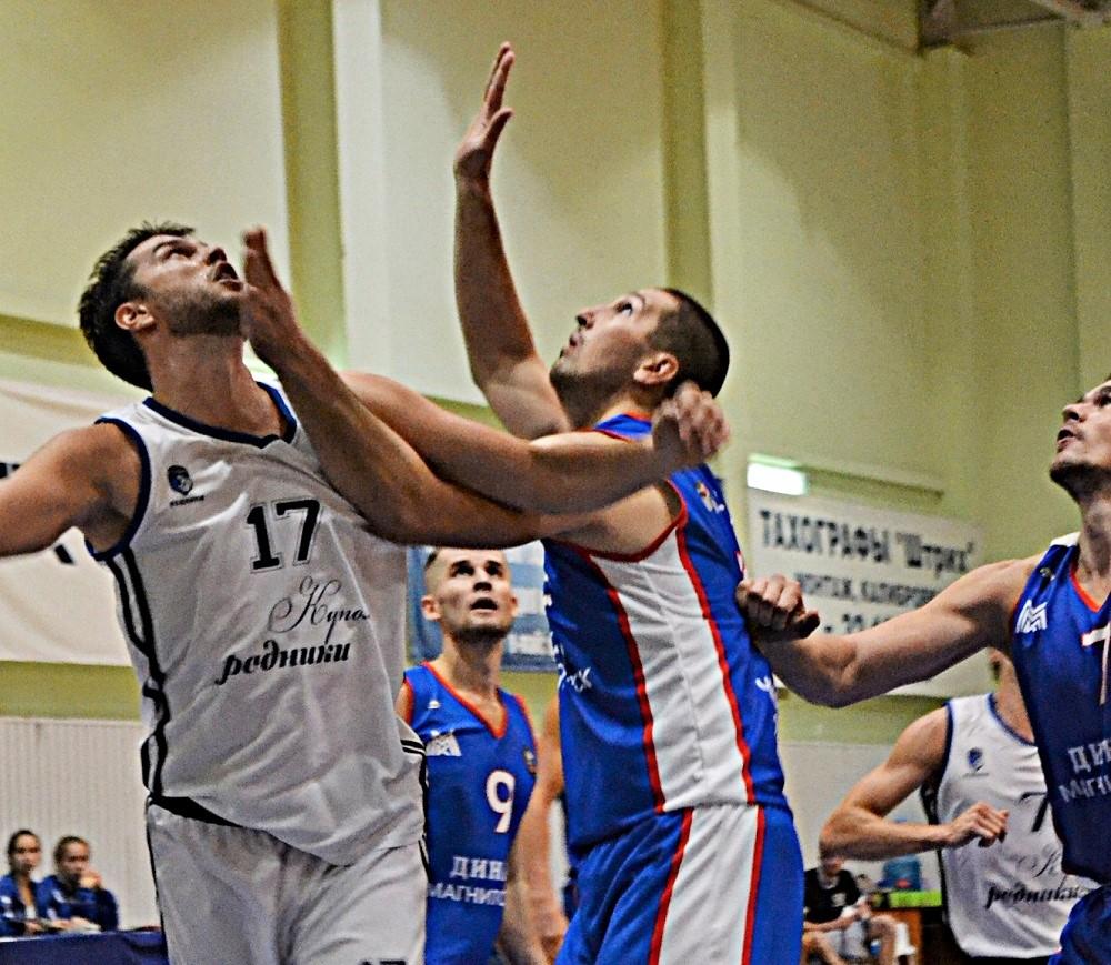 Алексея Карпеко (слева) по праву называют интеллектуалом в баскетболе и эрудитом в жизни. Фото: Александр Поскребышев