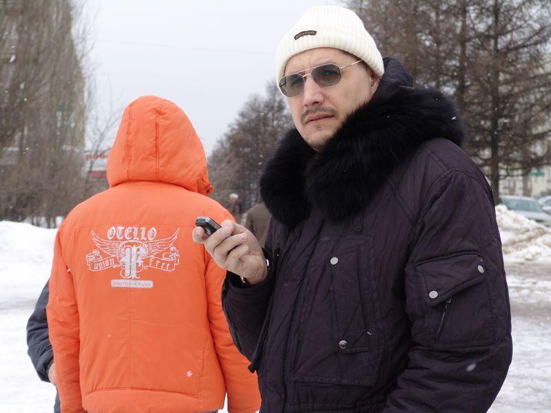 Леонид Кондаков в роли «смотрящего» за митингом. 15 марта 2008 года. Фото из архива ©газета «День»