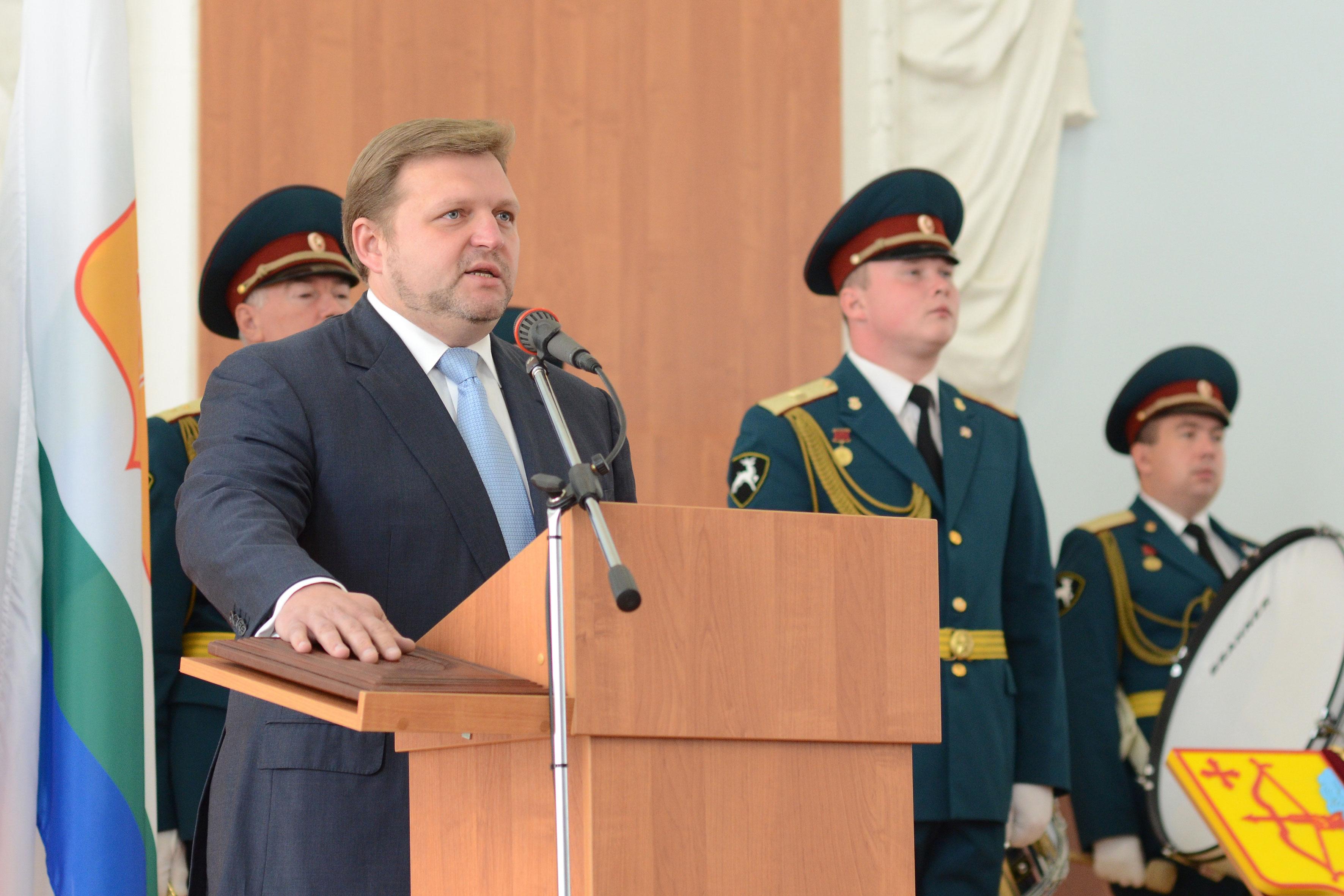 Это еще не арест — инаугурация губернатора. Фото: omutninsky.ru