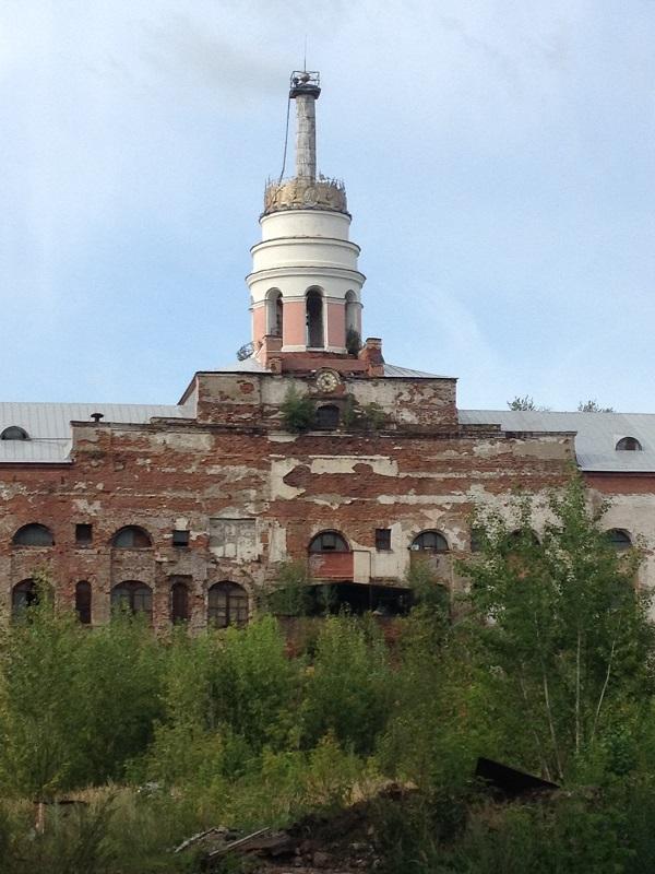 Если бренд «Калашников» рассматривать в целом как оружейную столицу России, то обязательно нужно отреставрировать башню. Хотя ее в любом случае нужно реставрировать — это наш позор. Фото: © «ДЕНЬ.org»