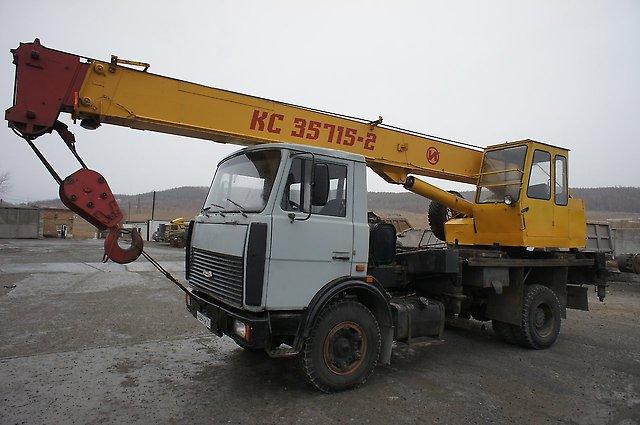 Вот такой кран не может двигаться по Удмуртии без штрафов за перевес. Фото: chelyabinsk.spectehinfo.ru