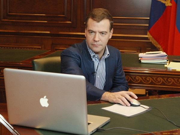Дмитрий Анатольевич, пора пересаживаться на отечественную «машину». Фото:newbur.ru