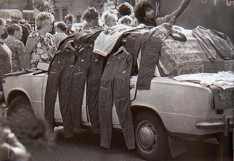 Так выглядела постсоветская кооперативная торговля в начале 90-х. Фото: nyaski.ru