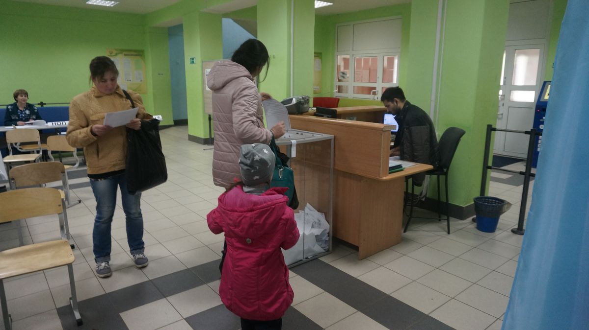 Участок в школе № 52 — Буммашевский округ — около пяти часов вечера. Фото: © «ДЕНЬ.org»
