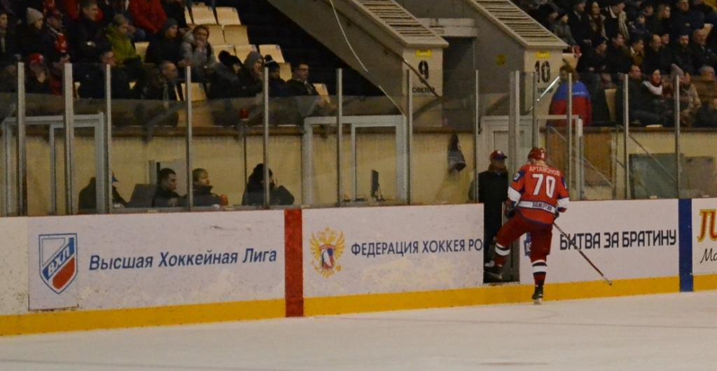 В год 70-летия отечественного хоккея «Ижсталь» очень рано ушла с ледовой площадки. Фото: Александр Поскребышев