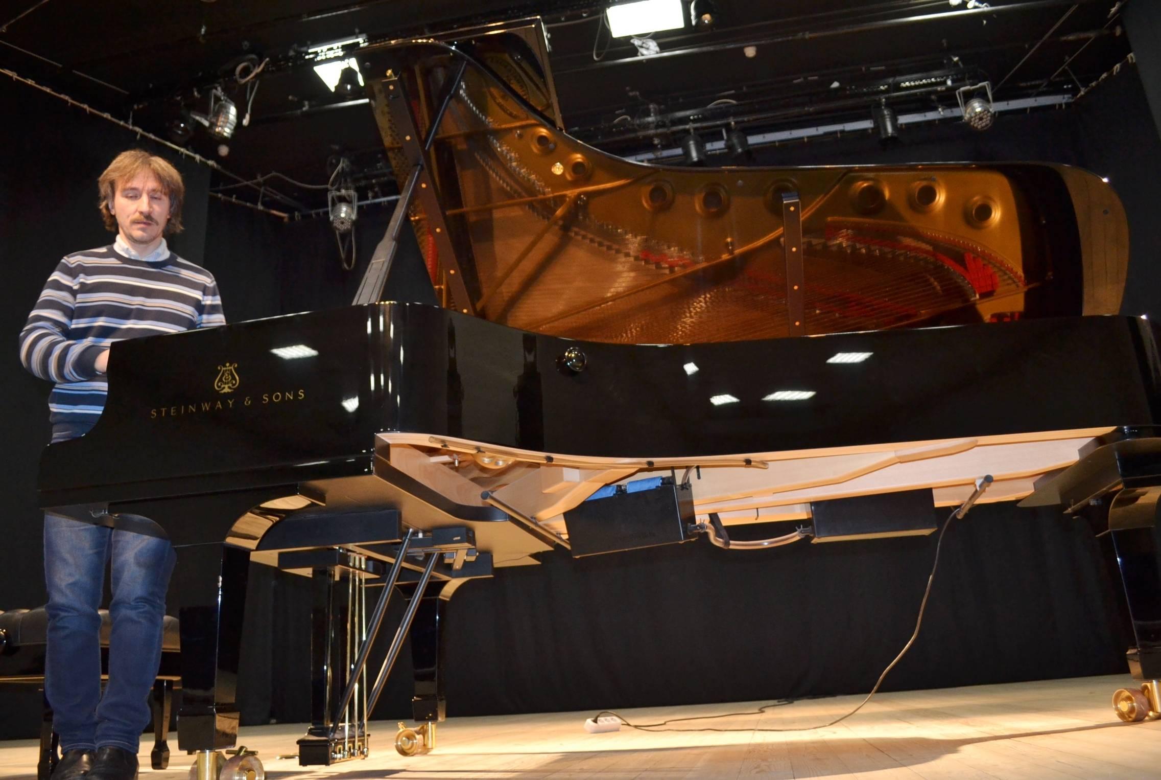 В фортепианном филармоническом абонементе Steinway&Friends никак не обойтись без рояля Steinway&Sons. Фото: Александр Поскребышев