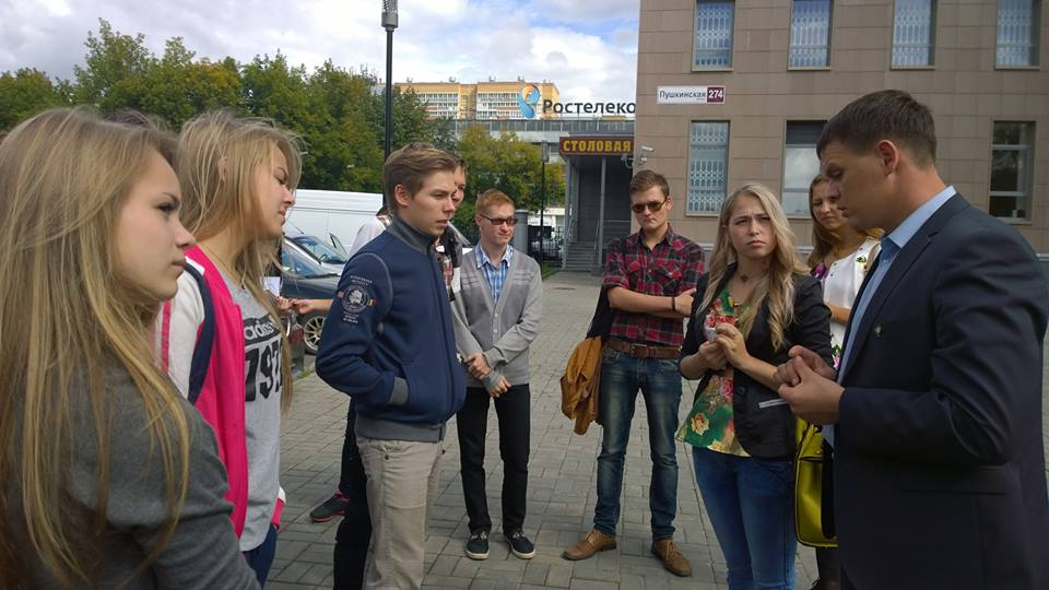Сторонник пришли поддержать Тимофея Клабукова перед судебным заседанием. Фото: facebook.com