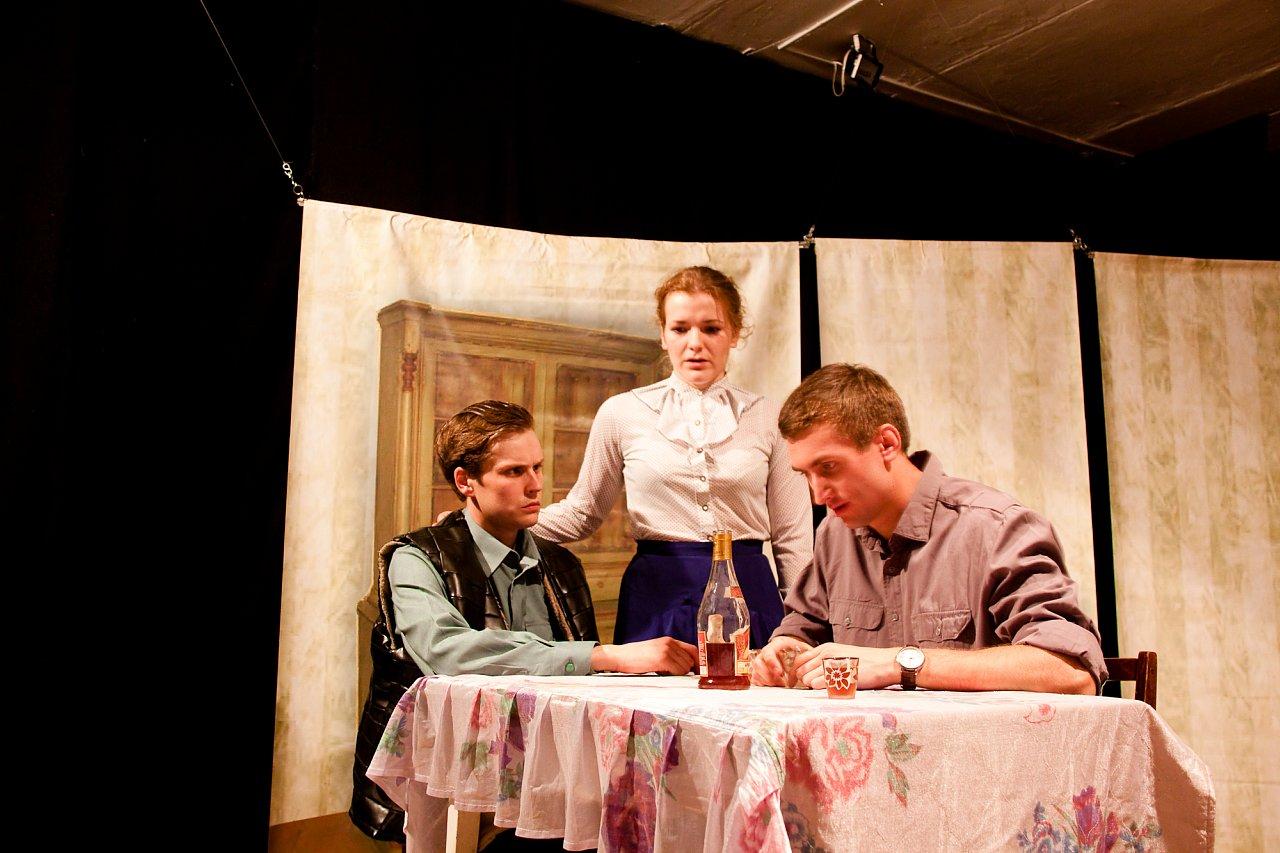 Кадр из спектакля. Фото: vk.com/teatrptica