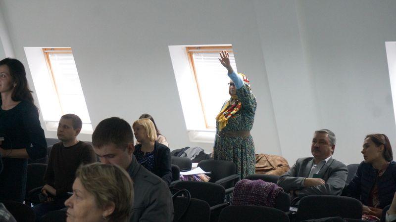 Участники слушаний проголосовали против дороги, против вырубки деревьев и за сохранение родников.Фото: © «ДЕНЬ.org»