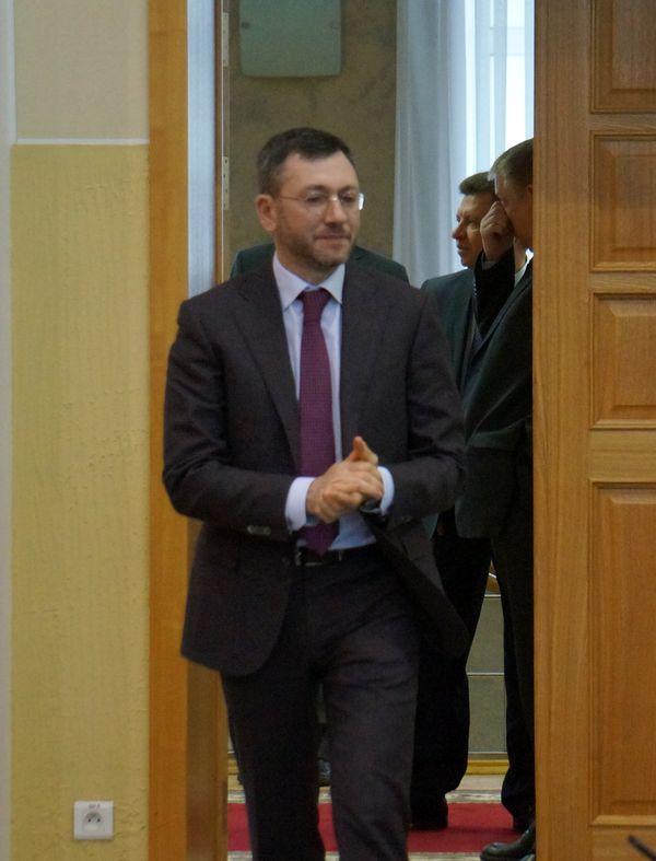 Во второй приезд в зал совещания Вайнзихер входил, словно потирая руки в предвкушении. Фото: © «ДЕНЬ.org»