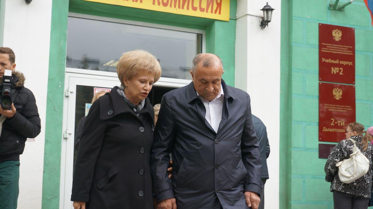 Галина Мерзлякова и Александр Соловьев в день выборов в сентябре 2016 года. Фото: © «ДЕНЬ.org»