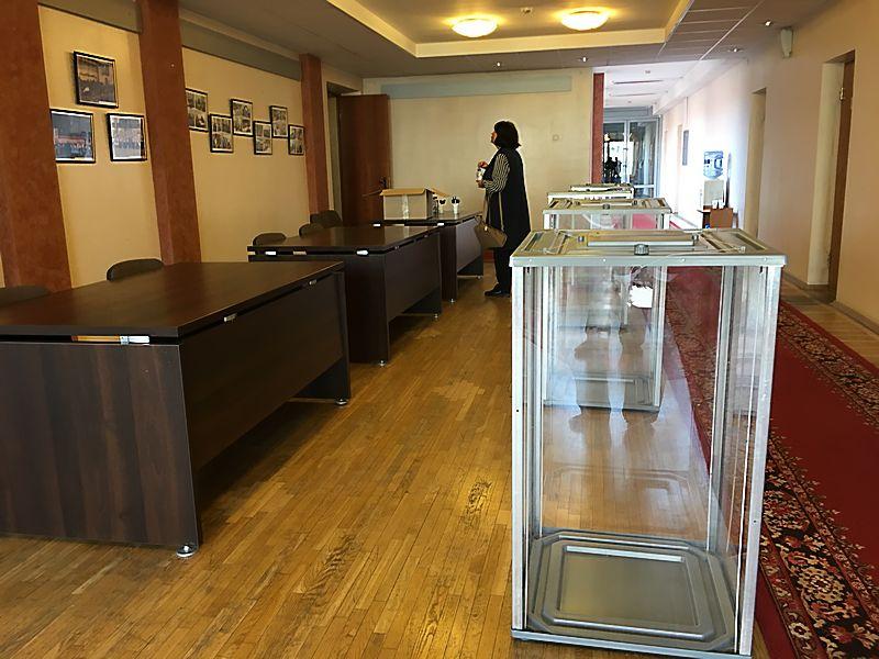 Урны для голосования в этот раз не понадобились. Фото: © «ДЕНЬ.org»