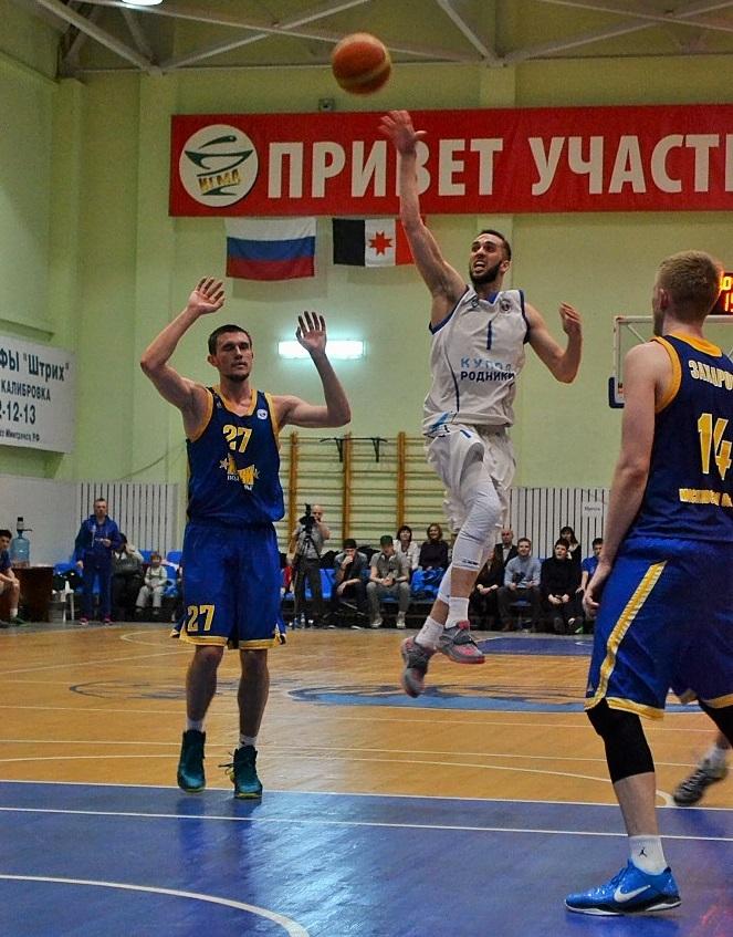 Владислав Лотарев нацелен на кольцо. Фото: Николай Польчёнок