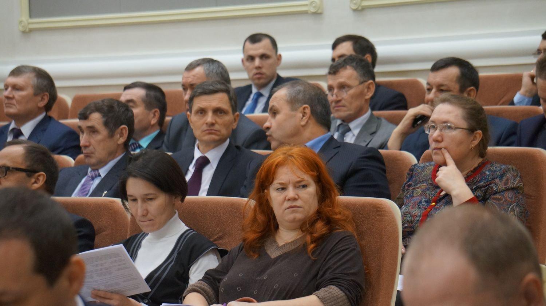 Александр Поддубский с коллегами из других районов на сессии Госсовета УР. Фото: ©День.org