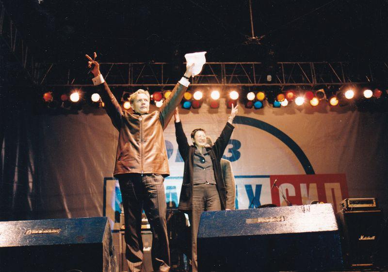 Дмитрий Шумков с Ириной Хакамадой на агитационном концерте в Ижевске. Фото из архива ©газета «День»